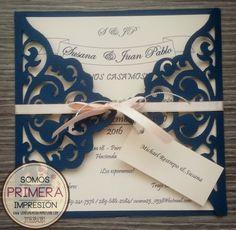 Tarjeta de Invitación para Boda Romántica. Calada Lasercut - Cameo. Tonos Azul y Coral.