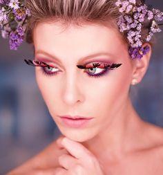 Criei uma make sem pretensão nenhuma, somente quis usar as lindas flores que estavam no vaso de flor da sala! Mas quando terminei pensei que talvez ela possa ser usada em uma festa a fantasia. Mas e aí, que nome você daria pra ela? #suelenjohann #makeup #maquiagem #mua #fantasia