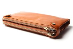 Wallet Ladies - Practical accessory to the outfit Accessories mean a lot to women. The beautiful bro How To Make Purses, Medium Long, Wallets For Women, Purse Wallet, Vintage Ladies, Zip Around Wallet, Great Gifts, Leather, Bags