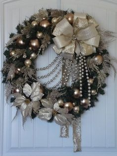Artículos similares a Antique Gold and Champagne Wreath en Etsy Christmas Swags, Silver Christmas, Holiday Wreaths, Christmas Holidays, Christmas Ornaments, Burlap Christmas, Antique Christmas, Primitive Christmas, Country Christmas