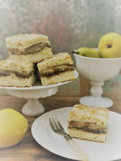 Pear squares – Indian summer is calling - Chef's Handyman - Food Magazine Indian Summer, Plant Based Recipes, Squares, Pear, Vegan Recipes, Desserts, Food, Vegane Rezepte, Kaffee