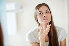 Oily skin is the scariest thing for most people. Apart from poor aesthetic terms, oily skin also shows that facial skin is less healthy. As a result, often oily skin successfully presents pimples, … Best Beauty Routine For Oily Skin, Skin Care Routine 30s, Beauty Routines, Top Skin Care Products, Skin Regimen, Acne Breakout, Facial Skin Care, Facial Scars, Acne Scars