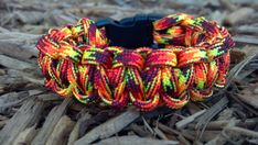 Flaming Camoflauge Paracord Bracelet - love that color paracord Paracord Bracelet Survival, 550 Paracord, Paracord Bracelets, Survival Bracelets, Morse Code For Sos, Cobra Weave, Viking Bracelet, Thing 1, Parachute Cord