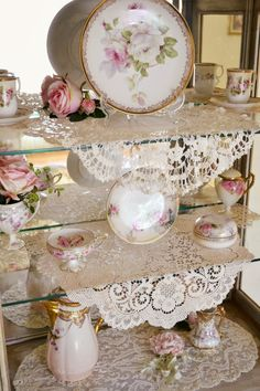 absolutely love this idea for my china cabinet with all my pretty antiqe plates and such i have collected...