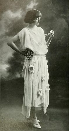 """Les Modes (Paris) May 1921 """"Nymphe"""" robe du soir de la Maison Agnes"""