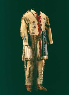 Saskatchewan Metis capote and sash. Native American Clothing, Native American Artifacts, Native American Tribes, Native Americans, Fur Trade, Beaded Jacket, Period Outfit, Thing 1, Red River