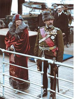 King Ferdinand and Queen Marie of Romania arriving at Dover, England for a state visit on May 12, 1924 | History Daily Old Photos, Vintage Photos, Romanian Royal Family, Family World, 18th Century Costume, Colorized Photos, Second Empire, The Beautiful Country, Queen Mary