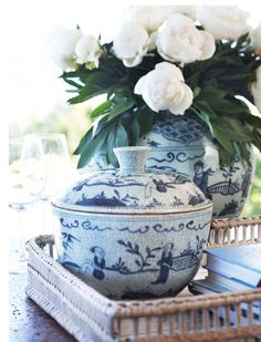Beautiful inspiration for styling a coffee table tray!