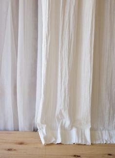 【リノコトン】ホワイト プレーンカーテンフラット ダブルガーゼのコットンカーテン w130㎝×H150cm~  ¥7,000(税込)~ 思わず触りたくなるふわふわテクスチャー。お色はシュガーのようなホワイト色。