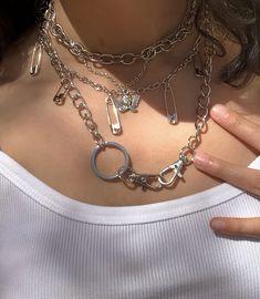 Grunge Y2k aesthic Bijoux Piercing Septum, Cute Jewelry, Jewelry Accessories, Grunge Jewelry, Aesthetic Grunge Outfit, Aesthetic Girl, Accesorios Casual, Grunge Outfits, Jewelery