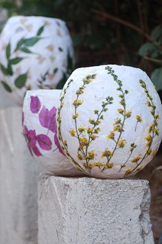 to Make Paper Lanterns Illuminate your garden with these handmade pressed flower lanterns.Illuminate your garden with these handmade pressed flower lanterns. How To Make Paper, Crafts To Make, Arts And Crafts, Diy Crafts, How To Paper Mache, Paper Lantern Lights, Diy Paper Lanterns, Paper Lantern Wedding, Lantern Crafts