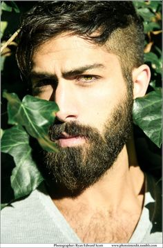 style for the urban beardsman Moustaches, Hairy Men, Bearded Men, Ryan Edwards, Beard Boy, Perfect Beard, Poses, Beard Styles, Facial Hair