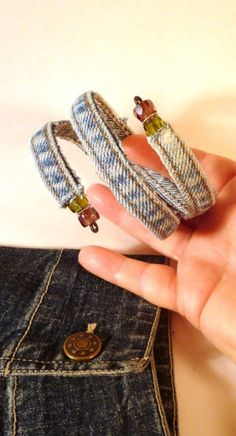 Blue Jean Upcycles - Old Jeans Bracelet - Ways to Make Old Denim Jeans Into DIY Home Decor, Handmade Gifts and Creative Fashion - Transform Old Blue Jeans into Pillows, Rugs, Kitchen and Living Room Decor, Easy Sewing Projects for Beginners Jean Crafts, Denim Crafts, Upcycled Crafts, Repurposed, Bracelet Denim, Cuff Bracelets, Diy Jeans, Recycle Jeans, Denim Armband