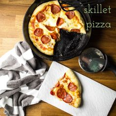 This quick and easy pizza skillet is like an amazing pan pizza baked and served in your favorite cast iron skillet, and it's completely customizable! | recipe from Chattavore.com