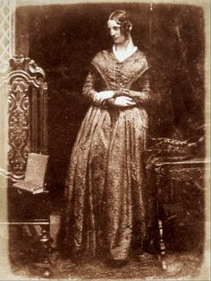 1840s photo of Mrs. Bell of Madras by Scottish photographer Octavius Hill (1802-1870), probably taken between 1843 & 1847
