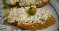 Receta de montadito de palito de cangrejo con jamón y huevo. Receta de Palito de cangrejo o surimi con jamón York. Montaditos, tapas, pinchos y aperitivos.