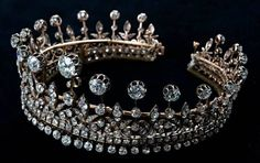 Tiara belonging to Queen Maria Amelia of Portugal. There was a matching necklace. The tiara is now the property of HRH The Duke of Braganza.