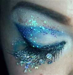 Beautiful sparkly eye Make-up. Dew drops  fairy glitter, plus gorgeous peacock colors  iridescence. SO cool.