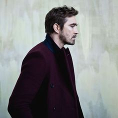 Lee Pace is on OUT magazine's list of 100 Most Eligible Bachelors (gay, natch). Go. Vote for him for number 1.