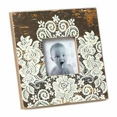 lace glued to wooden frame- cheap and easy gift idea! Diy Craft Projects, Crafts To Make, Home Crafts, Projects To Try, Craft Ideas, Picture Frame Crafts, Picture Frames, Malm, Do It Yourself Inspiration
