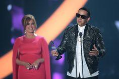 Daddy Yankee Photos Photos - Daddy Yankee receives award at the Billboard Latin Music Awards at Bank United Center on April 28, 2016 in Miami, Florida. - Billboard Latin Music Awards - Show