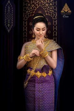 Thai Fashion, Traditional Wedding Dresses, Cambodia, Asian Girl, Sari, Costumes, Amazing, Beautiful, Asia Girl