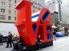Wer nach New York kommt, schaut sich nicht nur all die vielen Sehenswürdigkeiten an, er bringt auch die Kreditkarte zum glühen. Shoppen ist neben Sightseeing das zweite MUSS....….weiter unter: http://welt-sehenerleben.de/Archive/783/new-york-shoppen-schauen-und-staunen/