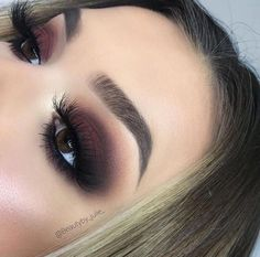 Brown eyes makeup. L
