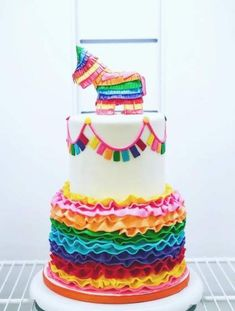 Ideas for birthday cake decorating fondant sweets Mexican Birthday Parties, Mexican Fiesta Party, Fiesta Theme Party, Taco Party, Mexican Pinata, Party Themes, Piniata Cake, First Birthday Cakes, 2nd Birthday