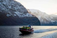 Fjord safari to the Nærøyfjord, snowshoeing to Stegastein and the Flåm Railway. In the winter, you can combine city break with a trip to the fjords in winter suit.