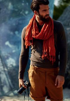 Scarves on men are great accessories | Les foulards pour hommes sont de superbes accessoires