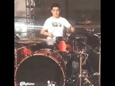 Dani (gemeliers) tocando la bateria - YouTube