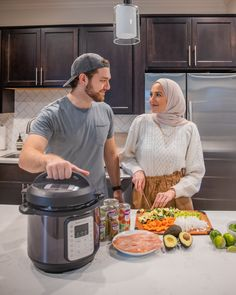 Cute Muslim Couples, Cute Couples, Muslim Couple Photography, Muslim Images, Classic House Exterior, Muslim Family, Chicken Tortilla Soup, Soups And Stews, Soup Recipes