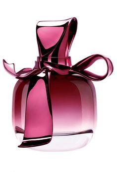 Découvrez le parfum glamour et floral de Nina Ricci.