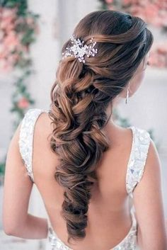 acconciature-da-sposa-capelli-lunghi-fermaglio