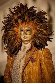 Person wearing mask at the Carnival of Venice, Italy Venice Carnival Costumes, Venetian Carnival Masks, Mardi Gras Carnival, Carnival Of Venice, Mardi Gras Masks, Venice Beach, Venice Carnivale, Venice Mask, Larp