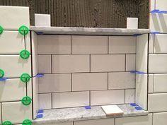 Der U-Bahn-Tiling-Zug tuckert - Old Town Home - Dusche Tile Shower Niche, Bathroom Niche, Downstairs Bathroom, Bathroom Renos, Small Bathroom, Bathroom Ideas, Condo Bathroom, Bathroom Shelves, Bathroom Cabinets