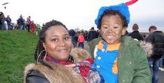 Op de Facebookpagina Mensen in Zeeland postte een donker getinte moeder bij de intocht van Sinterklaas een foto van haar chocolade bruine zoontje. Ze had hem voor de gelegenheid extra geschminkt en in pietenkleding gehezen. Haar reactie op de zwarte pieten discussie is fantastisch. En kunnen we er nu over ophouden? 'Ik heb mijn zoontje […]