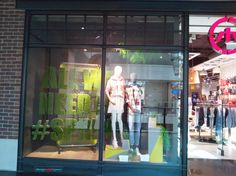 The fashion trend in Spring/Summer 2017 also dominates the retail window display. Accents referring to nature, in most cases leaves – exotic, ordinary, Warsaw Poland, Visual Merchandising, Retail, Window, Spring Summer, Leaves, Seasons, Green, House