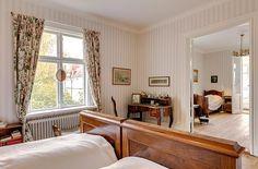 Dormitorios con muebles antiguos.