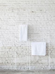 Wit handdoekrek in ijzer