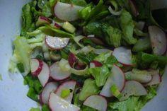 Jak připravit jarní ředkvičkový salát | recept Bon Appetit, Sprouts, Asparagus, Cabbage, Food And Drink, Vegan, Chicken, Vegetables, Fitness