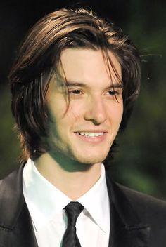 His hairs. And smile. Boys Long Hairstyles, Haircuts For Men, Narnia, Ben Barnes Sirius, Hot Vampires, Jonathan Rhys Meyers, Hollywood Men, Logan Lerman, Colin Farrell