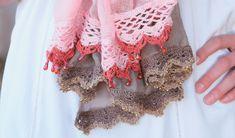 Hekel twee maklike randjies om 'n gekoopte serp af te rond Crochet Borders, Afrikaans, Scarfs, Om, Projects, Fashion, Christmas Ornaments, Log Projects, Moda