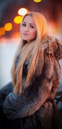 Fox Fur Coat, Fur Coats, Chinchilla, Fur Clothing, Fabulous Furs, Fur Fashion, Gorgeous Women, Mantel, Long Hair Styles