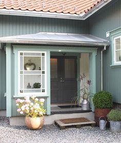 Stilfull sveitser i sprek farge – Bergene Holm Blogg Garage Doors, Outdoor Decor, Home Decor, Interior Design, Home Interior Design, Home Decoration, Decoration Home, Interior Decorating