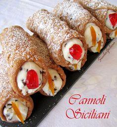Cannoli siciliani Cannoli, Ricotta, Italian Desert, Pancake Muffins, Pancakes, Easy Desserts, Macarons, Italian Recipes, French Toast