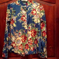 Striking floral top. Rich colors, flattering! NWOT this is a medium but it would fit a small as well. silky smooth, deep and bright colors. the fit is slimming and perfect. Brand new and never worn. sadly no tags. Tops Button Down Shirts