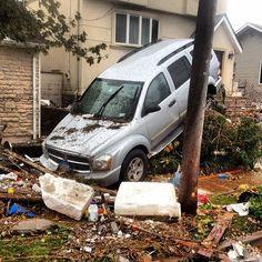 26 Photos Showing Hurricane Sandy's Destruction Of Staten Island Far Rockaway, House Wash, Hurricane Sandy, Staten Island, Going Home, Red Cross, Global Warming, Destruction, Storms