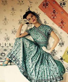 S bazaar, january 1954 vintage ретро мода, винтажные Fashion Moda, 1950s Fashion, Vintage Glamour, Vintage Beauty, Vintage Style, Vintage Dresses, Vintage Outfits, Look Retro, Up Girl